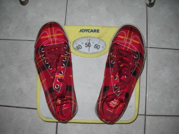 scarpe sulla bilancia