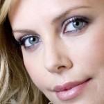Charlize Theron critica la stampa