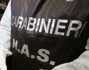 Genova, bevono acqua al bar ma è soda caustica: 2 ragazzi finiscono in ospedale