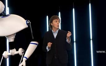 Ibiza, Paul McCartney in vacanza con la moglie su uno yacht (Video)