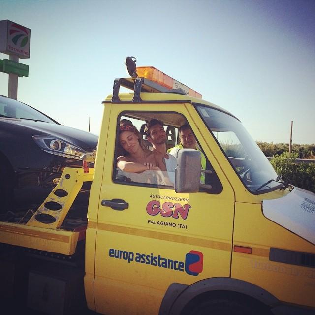 auto in panne Belen e Stefano