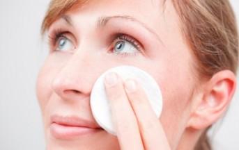 Cura del viso, eliminare i punti neri: ecco alcuni efficaci rimedi naturali