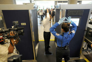 ordigni esplosivi eludono controlli aeroportuali