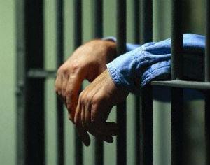 per evadere detenuto realizza arma di sapone