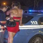 torino arrestati tre italiani che si fingevano agenti e hanno stuprato due prostitute