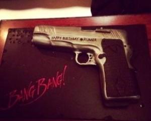 torta a pistola per la figlia di Demi Moore