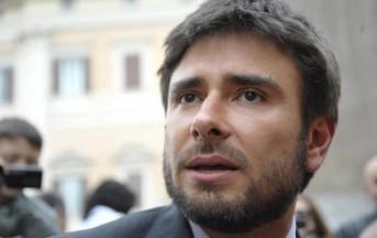 Alessandro Di Battista news: look perfetto? Merito della mamma che gli stira le camicie (FOTO)