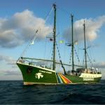 Greenpeace Rainbow Warrior chiude la campagna Non è un paese per fossili