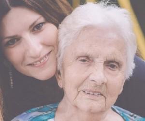 Laura Pausini e la dedica alla nonna scomparsa su Facebook