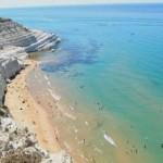 Scala dei Turchi turisti rubano marna bianca