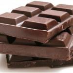 Rimedi contro le gambe pesanti: i polifenoli del cioccolato fondente