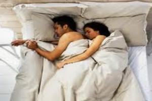 Dormire nudi fa bene, serie di vantaggi