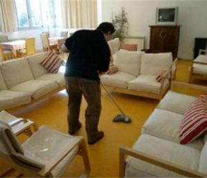 genitori collaborare faccende domestiche