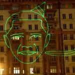 Mosca proiezione laser Barack Obama mangia banane