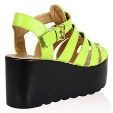 peggiori trend estate scarpe