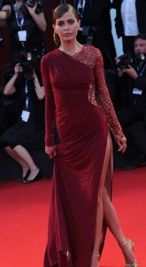 victoria bonya red carpet a venezia look