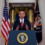 Barack Obama in ascensore con un uomo armato