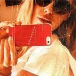Ilary Blasi cede al selfie