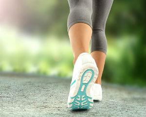 passeggiare tra la natura fa bene alla salute