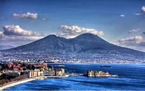 Saviano propone al Governo di trasferirsi a Napoli