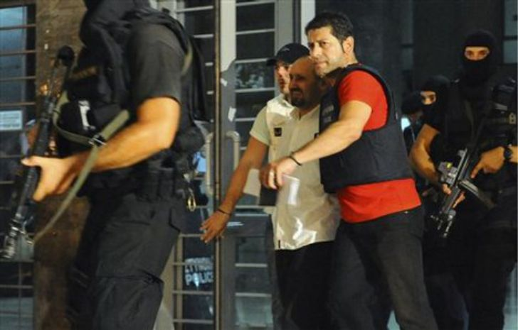 Vassillis Palokostas greco rapina banche per distribuire ai poveri