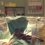 violinista operata al cervello suona durante l'intervento