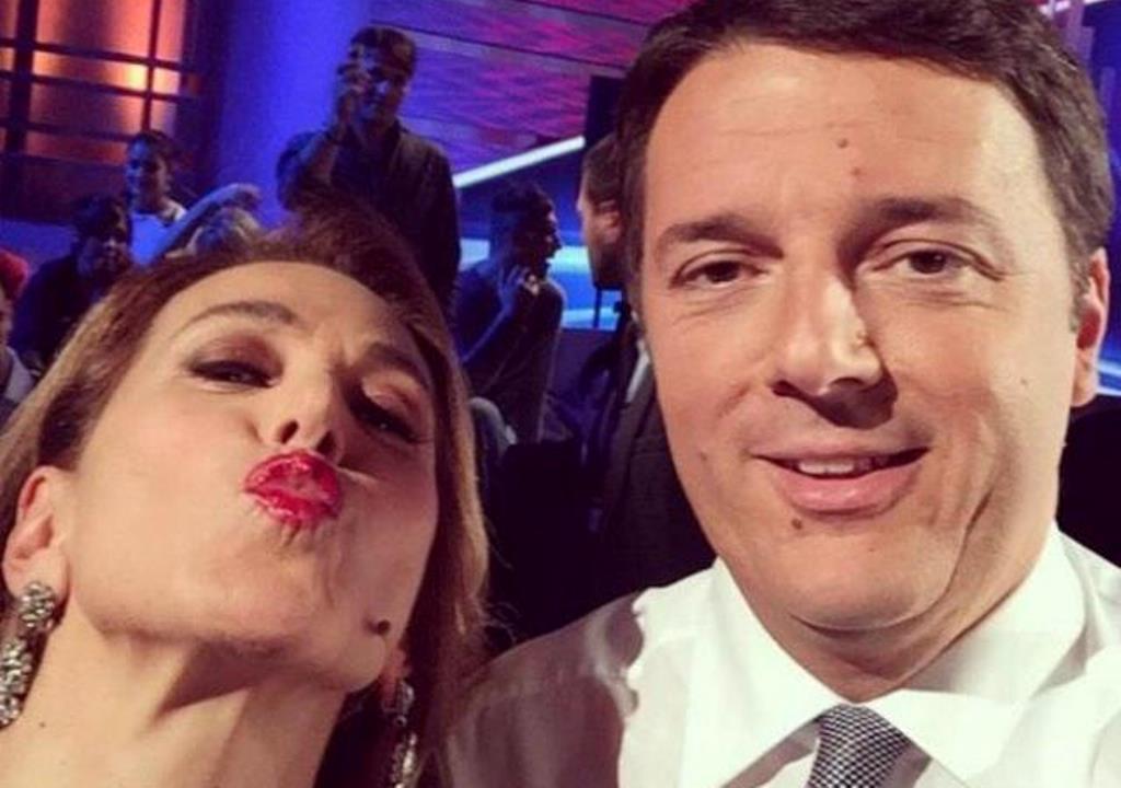 Barbara D'Urso carmelita smack con Renzi