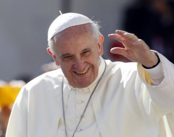 Papa Francesco lo chiama, ma il malato incredulo gli chiude il telefono in faccia per due volte