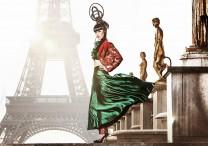 Jessica Minh Anh prima sfilata tour Eiffel Parigi