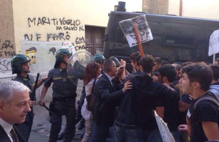 palermo studenti caricati dalla polizia