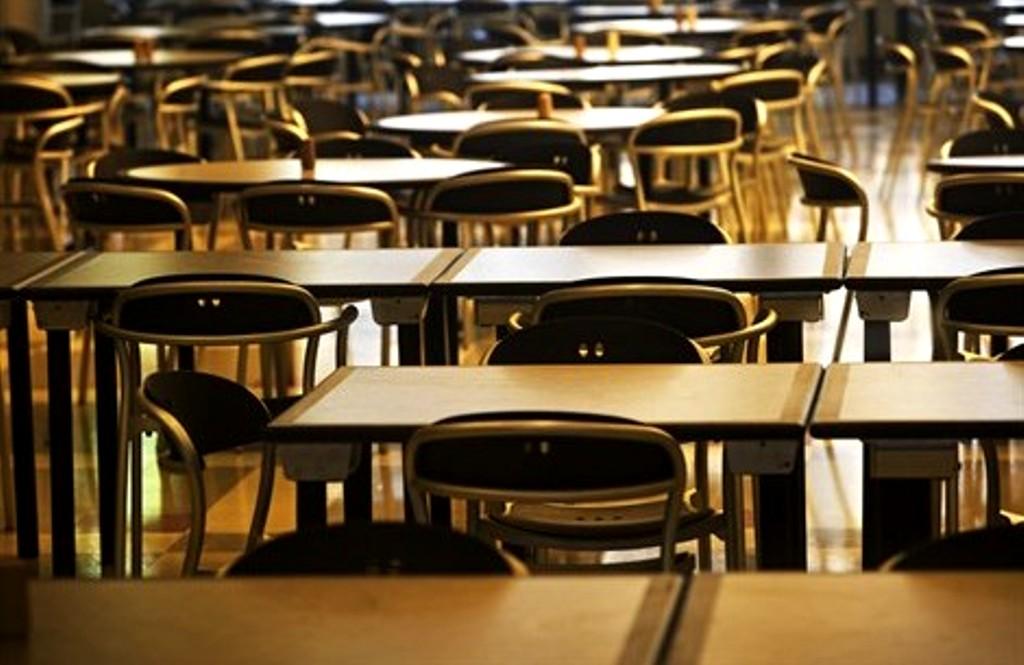 Insegnante picchia studente e lo insulta perché gay