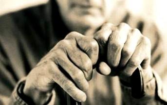 """Roma, anziano vittima del """"Knockout game"""": rischia di perdere un occhio"""