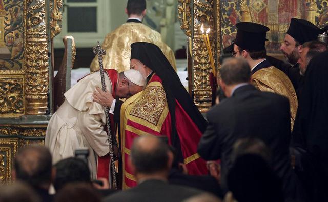 Papa Francesco e il patriarca Bartolomeo insieme contro la povertà e per la pace