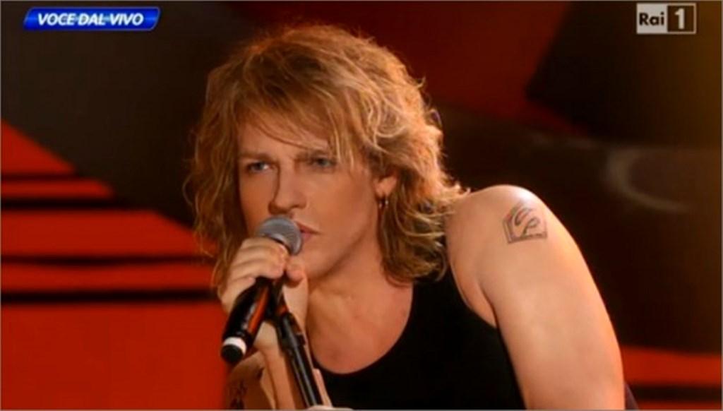 Valerio Scanu imita Bon Jovi
