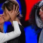 il bacio saffico fa impazzire il pubblico
