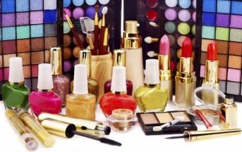 Crisi in Italia: gli italiani non rinunciano ai cosmetici, 9,5 miliardi di euro per la bellezza