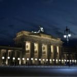 Muro di Berlino per l'anniversario è sato ideato un 'istallazione di palloncini luminosi