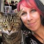 donna 48enne sposa i suoi gatti
