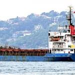 Nave cargo a Gallipoli con 600 migranti a bordo