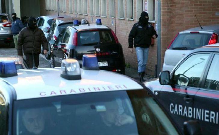 carabinieri del Ros impegnati in un'operazione antiterroristica contro neofascisti