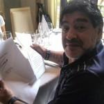 Maradona con la lettera di Castro