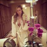 Il selfie di Paris Hilton