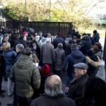 Fan assediano camera ardente Pino Daniele