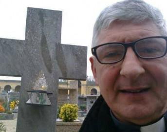 Italia, notizie curiose: sacerdote guida spirituale attraverso Facebook