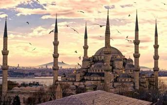 Attentato terroristico a Istanbul: kamikaze si fa saltare in piazza, almeno 10 morti