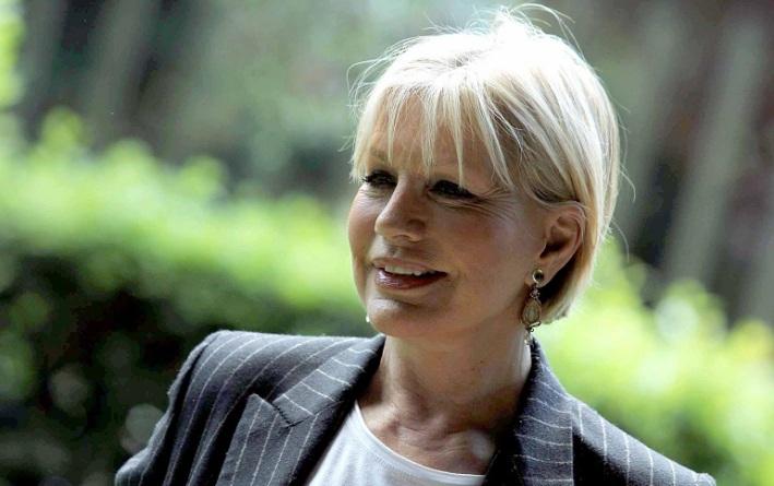 Catherine Spaak in studio nella seconda puntata dell'Isola
