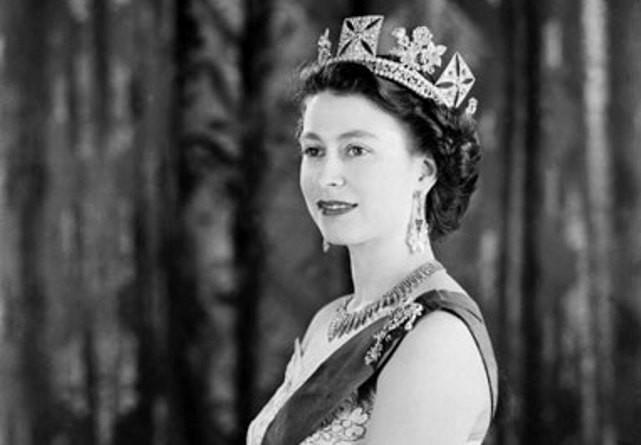 Elisabetta ii diventa regina d 39 inghilterra a 26 anni era for La regina elisabetta 2