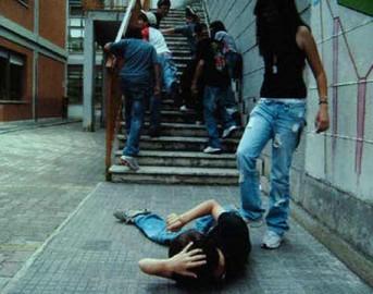 Genova, picchiano un'amica 12enne e filmano tutto: due minorenni denunciate