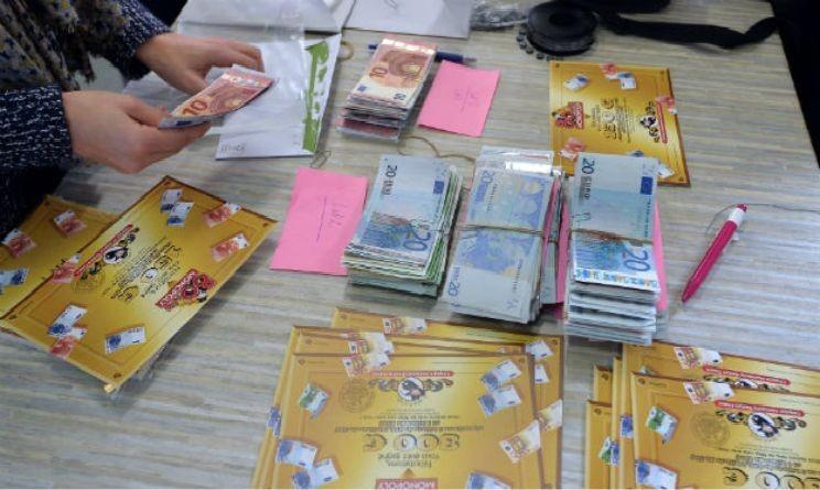 monopoly in francia 80 scatole celebrative con banconote