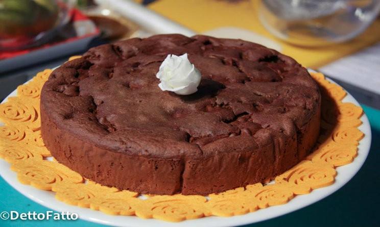 Ricette dolci detto fatto la torta pere e cioccolato for Dolci e ricette